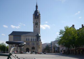 Fahrrad und Rathaus von Dessau